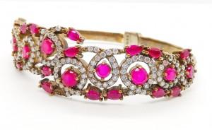 Cadou Bijuterii ro va astepta sa cumparati colectiile sale de bijuterii la preturi mici