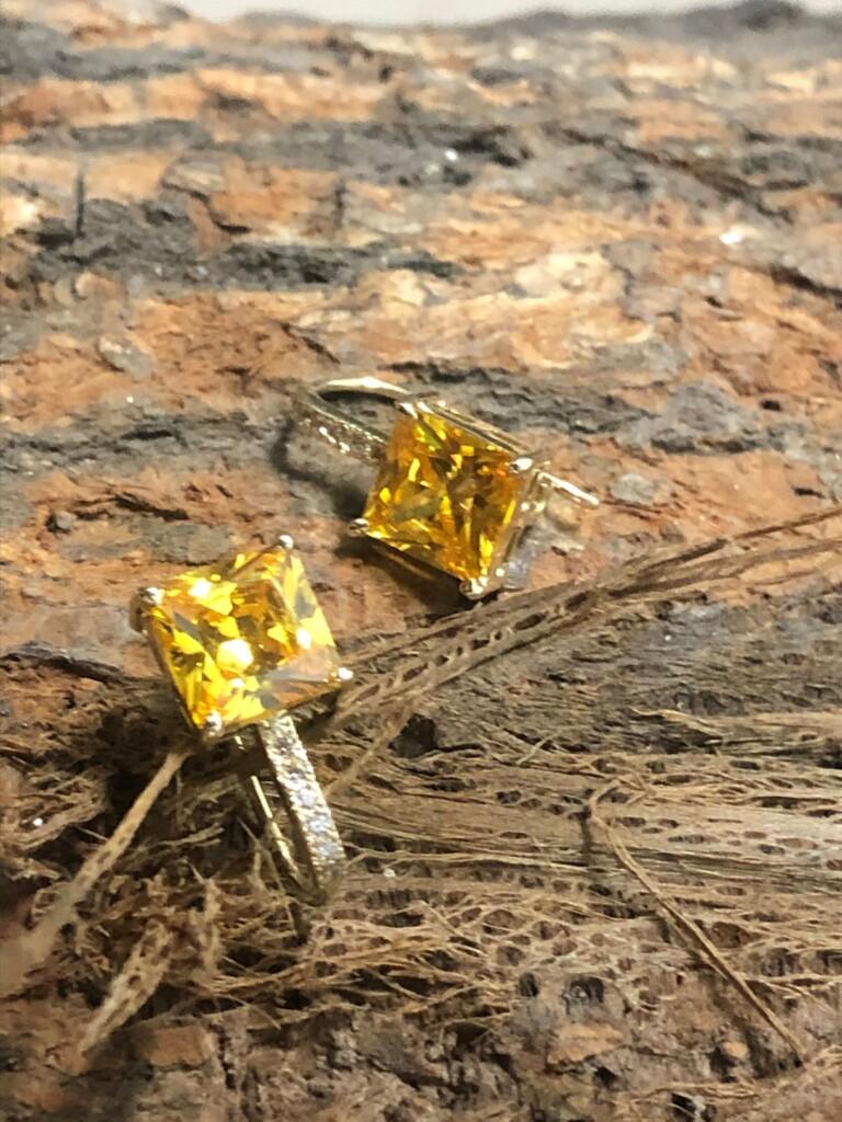 Cercei de aur si citrina realizati manual la comanda de bijutierii CadouBijuterii.ro